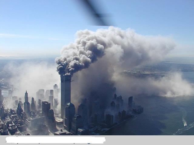未公布的9.11空中拍摄的高清晰世贸大楼被袭组图