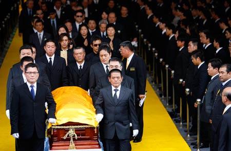 竹联帮释小龙_台湾黑帮大佬出殡,数千黑衣人到场(图)